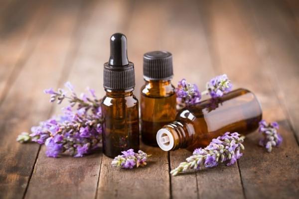 ▷ 🥇 35 สรรพคุณดีๆ ลาเวนเดอร์ น้ำมันหอมระเหย มีอะไรบ้าง (Lavender Essential Oil)